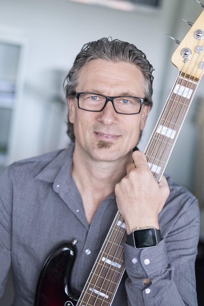 Henrik Deleuran tilbyder privat undervisning i elektrisk bas og kontrabas i Aarhus